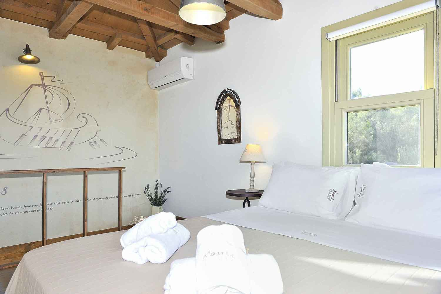 private pool villa to rent, detail of bedroom